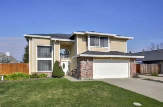 1521 E Colonial Parkway, Roseville
